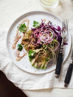 falafel waffles with harissa tahini sauce and red cabbage slaw. Vegetarian Recipes, Cooking Recipes, Healthy Recipes, Falafel Waffle, Appetizer Recipes, Dinner Recipes, My New Roots, Harissa, Falafels
