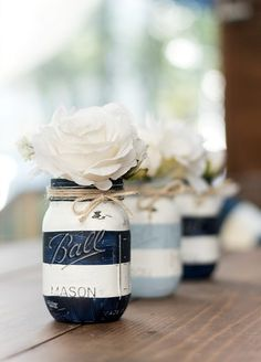 Painted pumpkin mason jars for fall. Mason jar craft idea for fall. Mason jar craft idea for Halloween. Includes detailed how to diy with photos. Chalk Paint Mason Jars, Painted Mason Jars, Chalkboard Paint, Diy Hanging Shelves, Floating Shelves Diy, Mason Jar Crafts, Mason Jar Diy, Candle Mason Jars, Diy Home Decor Projects