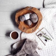 We love a peaceful moment with some yarn and a cup of coffee, hot chocolate or tea. Flat Lay Photography, Coffee Photography, Flat Lay Inspiration, Diy And Crafts, Arts And Crafts, Flatlay Styling, Yarn Ball, Yarn Shop, Knitting Yarn