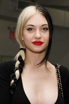14 Split hair looks that will make you love the trend: Porcelain black
