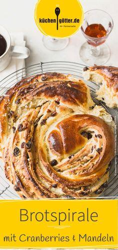 Rezept für süße Brotspirale mit Cranberries und Mandeln. Cranberries, French Toast, Breakfast, Food, Almonds, Morning Coffee, Meals, Morning Breakfast
