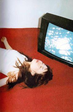 YUKI. GIRLY★FOLK. © 2000 YUKI / Sony Music Stars / THROUGH / Sony Magazines Inc. Photography by 高橋ヨーコ