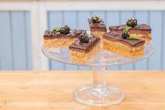 """Řezy """"opilý Izidor"""" s vlašskými ořechy — Peče celá země — Česká televize Pie, Pudding, Sweet, Recipes, Food, Torte, Candy, Cake, Fruit Cakes"""