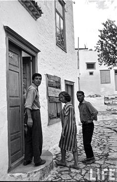 Leonard Cohen & friends on Hydra in the old days, photo from LIFE magazine