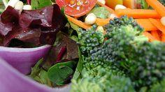 Si has decidido llevar una dieta vegetariana, debes conocer los alimentos que puedes proporcionarte las proteínas que tu cuerpo necesita.