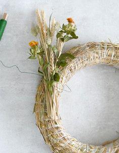 DIY Herfstkrans van droogbloemen + herfstsfeer - autumn- wreath dit Grapevine Wreath, Grape Vines, Diys, Floral Wreath, Wreaths, Flowers, Crafts, Inspiration, Google