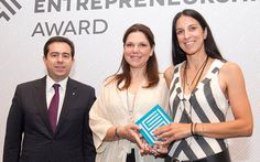 Ελληνικά Βραβεία Επιχειρηματικότητας 2014 - 'ΑNASSA ORGANICS - Από αριστερά ο Υφυπουργός Ανάπτυξης, κ. Νότης Μηταράκης, η κα. Γιάννα Ματθαίου και η κα. Αφροδίτη Φλώρου, στην Τελετή Βράβευσης 2014.