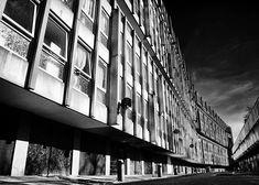 Streets in the sky... Park Hill London. Urban Utopia. #brutalist #brutalism #london #architecture #design #mobilephotography #art #bkackandwhite #bnw #bnw_society #bw #bw_crew #bw_lover #photooftheday #fineart #fineart_photobw #insta_bw #instablackandwhite #instagood #monoart #monochromatic #noir #monochrome #monotone #photo #photography #interiordesign #design
