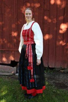 The Delsbo folk costume, Hälsingland province, Sweden | Delsbo kvinnodräkt. Folkdräkt Hälsingland