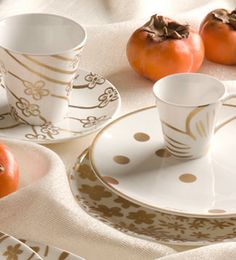 Cacharel, Versace... | Casa & Decoração no Westwing Versace Casa, Versace Home, Dinnerware, Tea Cups, Tableware, Antique China, Polka Dot, Dishes, Ideas