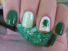 Minimalist four leaf clover nail art design in green theme. This cute little four leaf clover design makes you appreciate the nails individually as how the design complements each other. Holiday Nail Designs, New Nail Designs, Holiday Nails, Pedicure Designs, Red Nails, White Nails, Hair And Nails, St Patricks Day Nails, St. Patricks Day