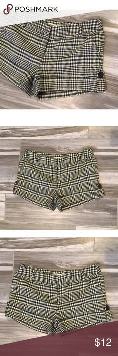 Forever 21 plaid black and cream shorts Cute shorts black and ivory size small Forever 21 Shorts