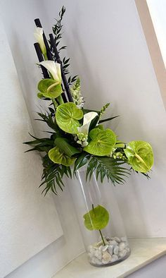 Facts on calla lily, including biology of the Calla lily plant, growing and care tips with pictures and recommended Calla lilies bouquet. Contemporary Flower Arrangements, Tropical Flower Arrangements, Creative Flower Arrangements, Church Flower Arrangements, Beautiful Flower Arrangements, Beautiful Flowers, Home Flowers, Church Flowers, Funeral Flowers