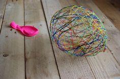 Návod: Balónkové velikonoční vajíčko - Přinášíme návod na tvorbu jednoduchého velikonočního vajíčka z balónku a vyšívacích bavlnek. ( DIY, Hobby, Crafts, Homemade, Handmade, Creative, Ideas)