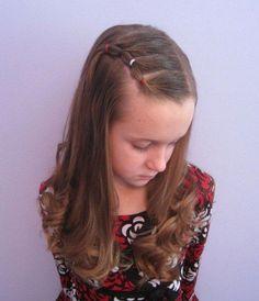 Schnelle Frisur mit fixiertem Strähnchen