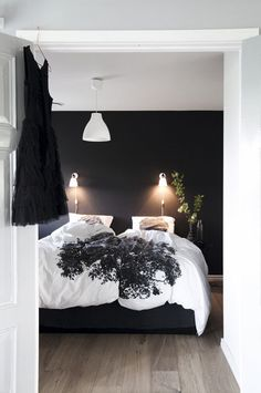 120 Elegant Farmhouse Master Bedroom Decor Ideas - Page 20 of 120 - Afifah Interior Black Accent Walls, Black Walls, Bedroom Black, Dream Bedroom, Black Bedrooms, Monochrome Bedroom, Monochromatic Room, Gothic Bedroom, Small Bedrooms
