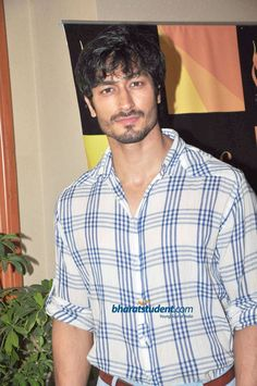 Vidyut Jamwal Gorgeous Men, Beautiful People, Casual Outfits, Men Casual, Tiger Shroff, India People, Indian Man, Awesome Beards, Handsome Faces