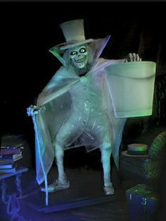 The return of the Hatbox Ghost, 5/9/15.  Haunted mansion. Disney.