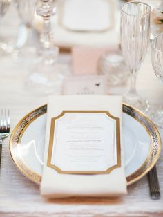 Elegant gold wedding reception table setting #wedding #gold #goldwedding #tablescape #reception