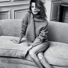 It's fall. Bring on the turtlenecks. Featuring Christy Turlington and Daria Werbowy showcasing the classic, must-have silhouette in knitwear this autumn. Daria Werbowy, Light Photography, Fashion Photography, New Fashion, Autumn Fashion, Fashion Guide, Fashion Models, Fashion Beauty, Top Luxury Brands