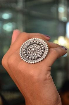 This elegant pure silver Antique work ring has a classy yet traditional look - Jewelry Ads, India Jewelry, Ethnic Jewelry, Jewelry Design, Jewellery Shops, Jewelry Stores, Jewellery Showroom, Diy Jewellery, Jewellery Storage