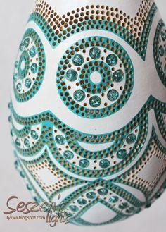 Clay Pot Crafts, Diy And Crafts, Gourd Lamp, Creation Deco, Egg Decorating, Mosaic Patterns, People Art, Clay Pots, Dremel