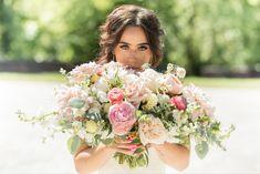 Bridal portrait, pink bouquet Natural Light Photographer, Pink Bouquet, Bridesmaid Dresses, Wedding Dresses, Bridal Portraits, Photography, Design, Fotografie, Fotografia