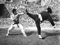 "bluedogeyes: ""Bruce Lee vs Bolo Yeung in Enter the dragon "" Way Of The Dragon, Enter The Dragon, Little Dragon, Kung Fu, Bolo Yeung, Bruce Lee Pictures, Blue Lee, Bruce Lee Martial Arts, Jeet Kune Do"