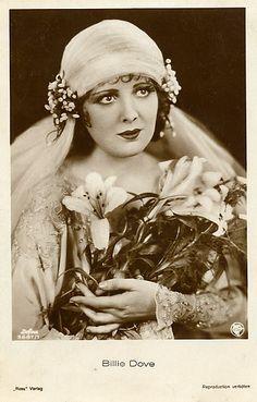 Vintage veil - Billie Dove, silent film star, pursued by Howard Hughes, married several times 1920s Wedding Gown, Wedding Veils, Wedding Bride, Wedding Dresses, Wedding Posing, Wedding Shot, Gatsby Wedding, Vintage Veils, Vintage Bridal
