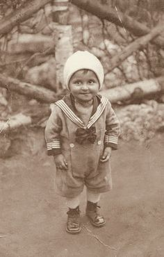 +~+~ Vintage Photograph ~+~+  Just look at that darling pixie face!  Budapest 1925