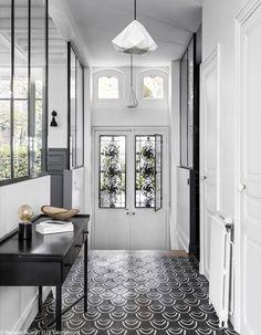 33 Best Farmhouse Windows Decor Ideas And Design - Backyard Decoration Decor, Interior Design, House Interior, Window Decor, Foyer Decorating, Home, Interior, Main Door Design, Home Decor