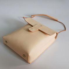 Mom Purses And Handbags Trendy Purses, Cheap Purses, Purses For Sale, Cheap Bags, Cute Purses, Leather Purses On Sale, Leather Bags, Purses And Handbags, Luxury Handbags
