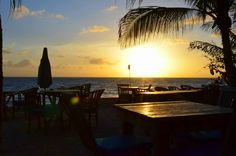 Diner with a view! This picturen is taken at The Scuba Lodge restaurant in Willemstad. Enjoy breakfast, lunch or dinner with oceanview and your feet in the sand. - Picture taken by our guest Thomas Festjens -  #Willemstad #Curacao #Scubalodge #Boutiquehotel #wanderlust #travel #Caribbean #Restaurant #Pietermaai #Pietermaaidistrict #Sunset #oceanview #breakfast #lunch #dinner