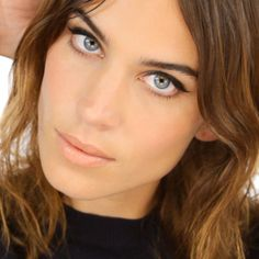 Get Alexa Chung's signature make-up look thanks to Lisa Eldridge http://marieclai.re/gMqVYb