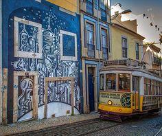 Obra do artista Hibashira, na Calçada de Santo André, Lisboa. Iniciativa para assinalar o Dia Internacional do Preservativo, em março 2016, promovida pelo GAT (Gabinete de Ativistas em Tratamentos) do IN-Mouraria e pela AHF-AIDS Healthcare Foundation, com o apoio da GAU. Créditos fotograficos: CML | DMC | DPC | Bruno Cunha 2016 #hibashira #streetart #aidshealthcarefoundation #diadopreservativo #gau #arteurbana #streetart #streetarlisbon #instagraffiti #walls #graffiti #grafittieverywhere…