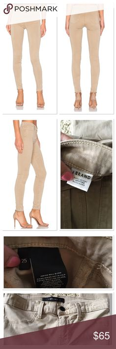 "J Brand Beige Mid Rise Super Skinny Jeans 25 J. Brand Women's Beige Mid Rise Super Skinny Jeans In Quicksand, New with tags a size 25. PRODUCT DETAILSWeb ID 1402189 J Brand constructs the ultimate skinny jeans in a season-spanning, true-neutral hue that delivers wear-with-all attitude. Lyocell/cotton/elastane Machine wash Made in USA Zip fly with button closure, four-pocket silhouette, mid-rise Tonal stitching, black logo hardware, light wash 8"" rise, 30"" inseam, 10"" leg opening J Brand…"