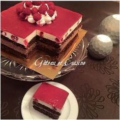 Dessert with two chocolate mousse and raspberries - gateau_et_cuisine - - Mousse Dessert, Chocolate Mousse Cake Filling, Chocolate Fruit Cake, Fancy Desserts, Vegan Desserts, Delicious Desserts, Easy Cake Recipes, Dessert Recipes, British Baking
