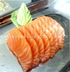 com fazer sashimi de salmao Asian Recipes, Ethnic Recipes, Japanese Food, Food And Drink, Cooking, Foods, Facebook, Homemade Sushi, Salmon Sashimi