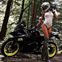 "31 mentions J'aime, 2 commentaires - Beautiful women on motorcycles (@beautyonbikes) sur Instagram : ""♥ @kathalunia ♥ ___________________________________________ #beautifulbiker #bikerchick #bikergirl…"""