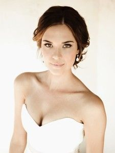 Odette Annable hair, I love the front, how loose and romantic it looks