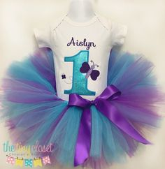This adorable birthday set includes one shirt or onesie with the birthday design, your child's age and your child's name included! Paired with a very full tutu & ribbon bow embellishment! 1st Birthday Onesie, Kylie Birthday, 1st Birthday Outfits, 4th Birthday Parties, Butterfly Birthday Party, Glitter Birthday, Glitter Party, Mermaid Birthday, Bday Girl