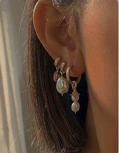 Ear Jewelry, Cute Jewelry, Gold Jewelry, Jewelry Accessories, Cute Ear Piercings, Looks Vintage, Mode Inspiration, Pearl Earrings, Drop Earrings