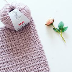 Ravelry: Super zachte deken pattern by CutiePie Designs Handmade Baby Gifts, Handmade Birthday Cards, Crochet For Kids, Diy Crochet, Knit Patterns, Cross Stitch Patterns, Baby Afghan Crochet, Crochet Videos, Yarn Crafts