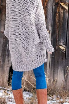 """Free, Flowy Beginner Crochet Sweater Pattern + Tutorial A cozy crochet cardigan sweater with long dolman sleeves. Perfect sweater pattern and tutorial for beginners. Made with Lion Brand Heartland yarn in the color """"Grand Canyon. Cardigan Gris, Cardigan Au Crochet, One Skein Crochet, Pull Crochet, Gilet Crochet, Single Crochet Stitch, Crochet Jacket, Crochet Shawl, Crochet Baby"""