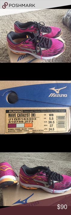 WOMEN'S WAVE CATALYST: Running Shoe! New worn 2x! New Women's Wave Catalyst is a high performance running shoe with lightweight support, making it ideal for high-speed training. Light and flexible. Mizuno Shoes Sneakers