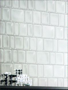 Crocodile White (10x17.5cm) | Topps Tiles