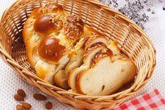 Így készülnek a legfinomabb húsvéti kalácsok - Roadster Native American Fry Bread, Easter Bread Recipe, Coffee Bread, Braided Bread, Potato Bread, Scandinavian Food, Sliced Almonds, Sweet Bread, Gnocchi