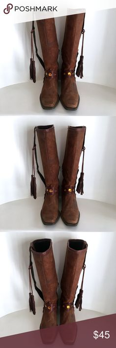 PUNTO DI VISTA Cowboy boots sz 39 (9) Brand: PUNTO DI VISTA Made in: Italy Size: IT 39 - US 9 Fit: regular Heel: low materials: leather colors: brown Condition: Pre-owned - good condition No Box - No Dust Bag #boots #cowboyboots #vintage #western #leather #coxycloset Punto di Vista Shoes Combat & Moto Boots