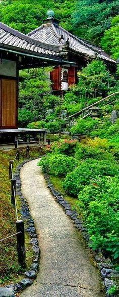 Reikan-Ji in Kyoto, Japan 京都 霊鑑寺