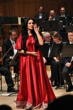 Angela Gheorghiu, gown